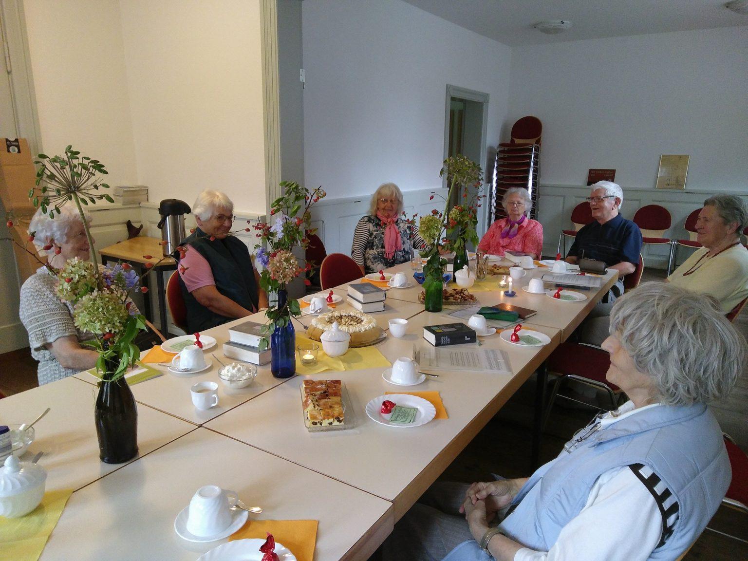 Seniorenkreis - bei Kaffe und Kuchen