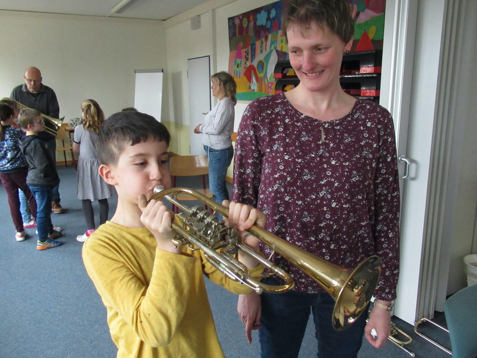 die ersten Töne aus der Trompete