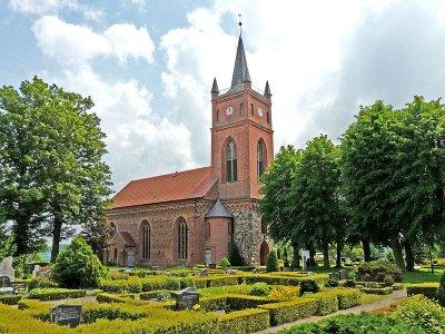 800px-Kirche-Eldena-2